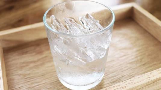 Minum Air Es Saat Hamil Bisa Bikin Bayi Lahir Terlalu Besar: Mitos atau Fakta?