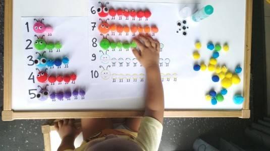 Ide Bermain untuk si Kecil: Counting Caterpillar