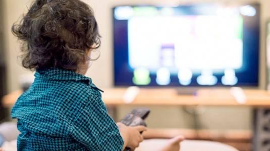 Pro dan Kontra Anak Menonton TV