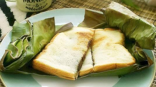 Roti Bakar Daun Pisang