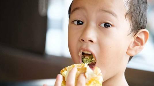 3 Tantangan Orangtua Saat Ajari Puasa si Kecil