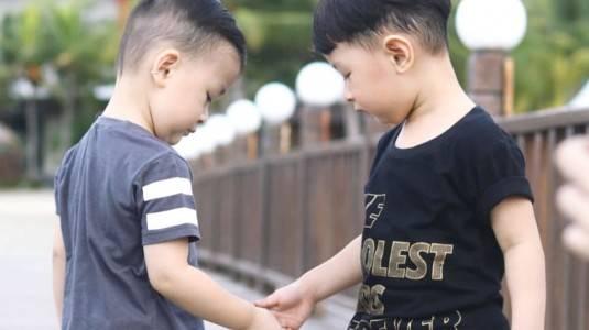 Pentingnya Mengajarkan Sharing Pada Anak