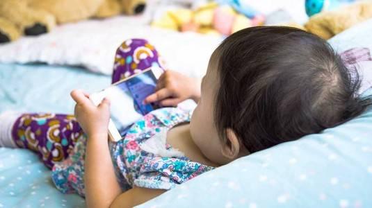 Mengenalkan Gadget pada Anak