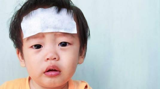 Menunda Pemberian Obat Penurun Panas pada Anak Setelah Imunisasi