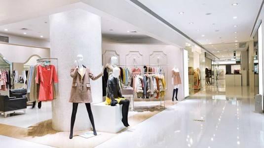 Kantong Hamil Pecah di Mall