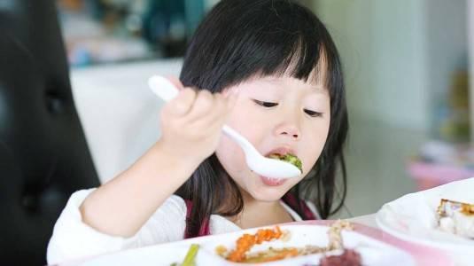 Tips Supaya Anak Tak Pilih-Pilih Makanan