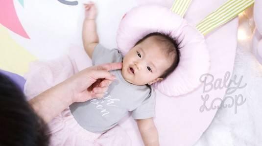 Mencegah Sindrom Kepala Peyang dengan Newborn Pillow Baby Loop