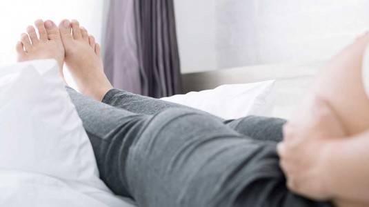 4 Cara Manjur Atasi Kaki Bengkak Saat Hamil