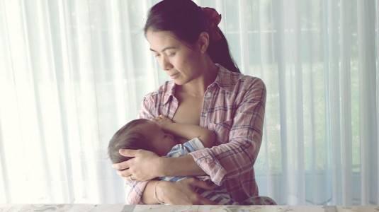 Penyebab Payudara Bengkak saat Bayi Sudah 11 Bulan