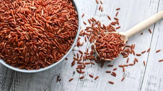 Cara Membuat Bubur Beras Merah dengan Ayam, Kimchi, dan Jamur