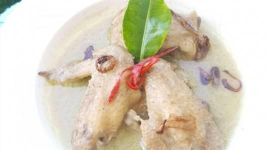 Opor Ayam untuk Sajian Keluarga Tercinta