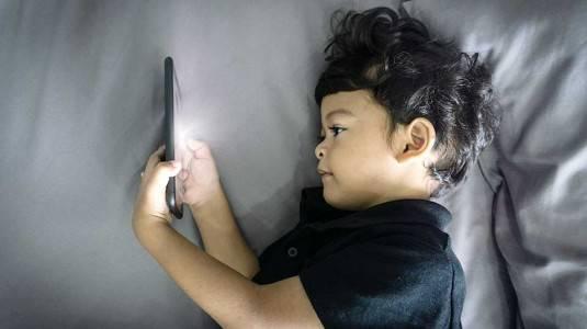 Meminimalisir Dampak Negatif Gadget pada Anak