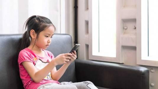 Gadget dan Dampak Positif Negatifnya untuk Anak