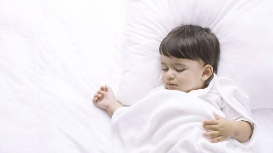 Mengubah Pola Tidur si Kecil di Waktu yang Tepat