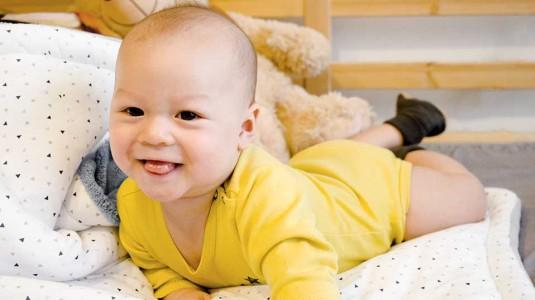 Tips agar Bayi Anteng saat Tummy Time