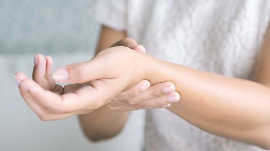 Tangan Kram, Kaku, dan Sulit Digerakkan Terutama di Pagi Hari
