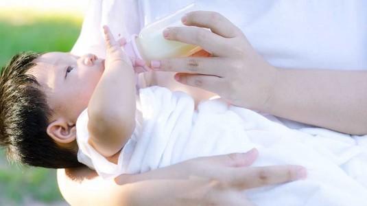 Benarkah Botol Susu Anti Kolik Bermanfaat?