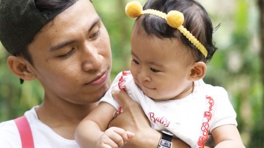 Bantal Khusus yang Tepat untuk Mencegah Kepala Bayi Peyang