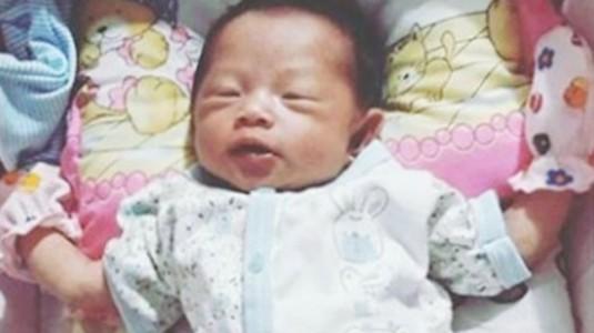 Perlukah Bayi Tidur Menggunakan Bantal Anti Peyang?