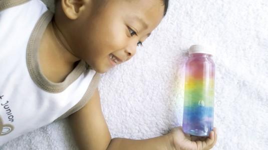 Ide Bermain untuk si Kecil: Rainbow in The Bottle