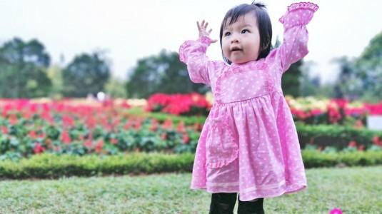 Pengalamanku Mengatasi Baby Maureen yang Lambat Berjalan