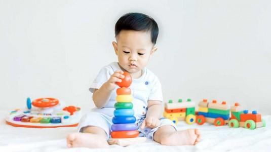 11 Jenis Mainan yang Bantu Perkembangan Fisik Si Kecil