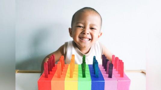 Ide Bermain untuk si Kecil: Popsicle Stick Color Match