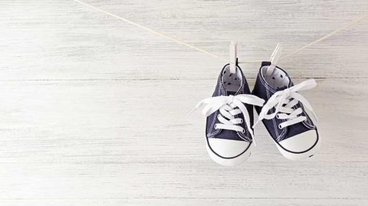 Waktu Terbaik untuk Membeli Sepasang Sepatu Pertama si Kecil