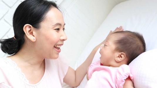 10 Cara Menstimulasi Indra Pendengaran si Kecil