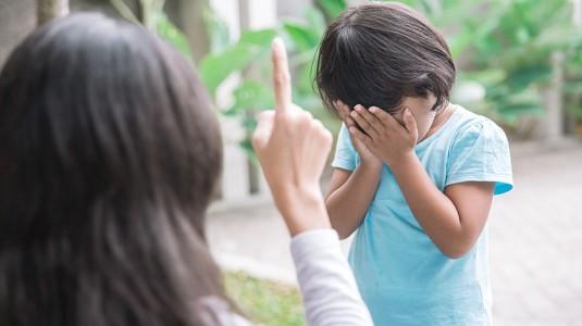 Mendisiplinkan Anak: Bicara yang Tegas Bukan Keras