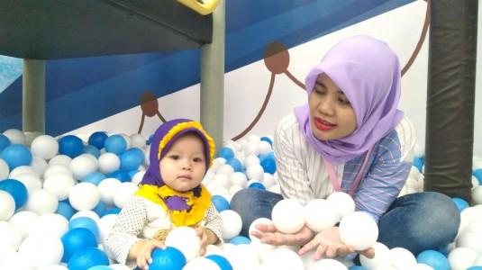 Kapan Waktu yang Tepat Ajak Bayi Main ke Playground?