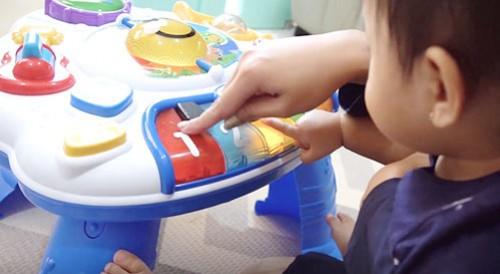 Mengasah Kemampuan Motorik Anak Usia 3 Bulan