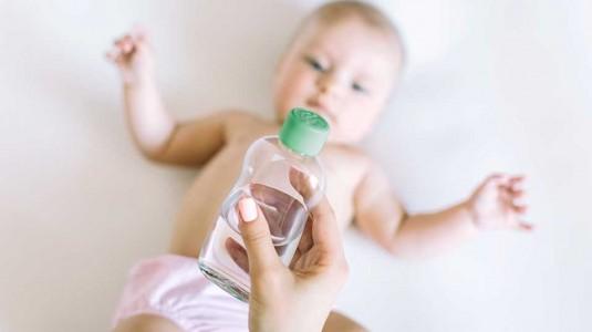 Pemakaian Minyak Telon dan Baby Powder Pada Newborn
