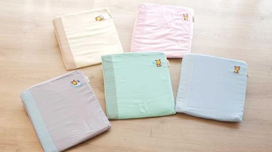 Babybee Sloped Pillow Mengatasi Gumoh untuk Bayi Baru Lahir