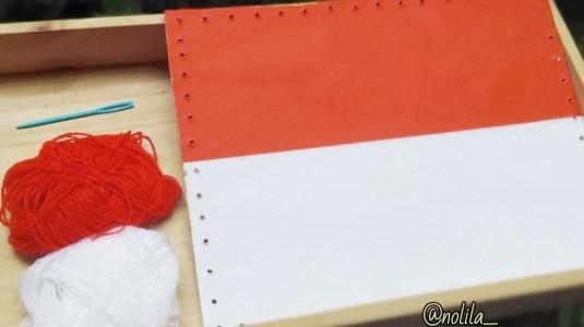Ide Bermain: Sewing the Flag