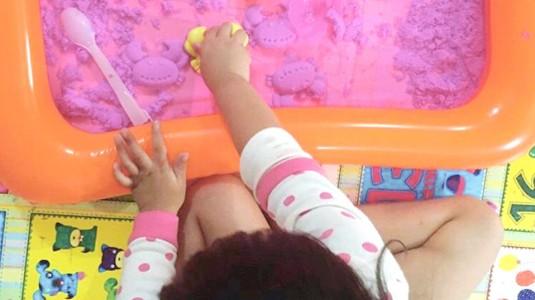 Manfaat Bermain Kinetic Sand pada Batita