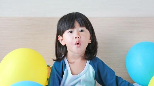 Cuma Bermodalkan Balon Bisa Melatih Motorik Bayi? Loh Kok Bisa?