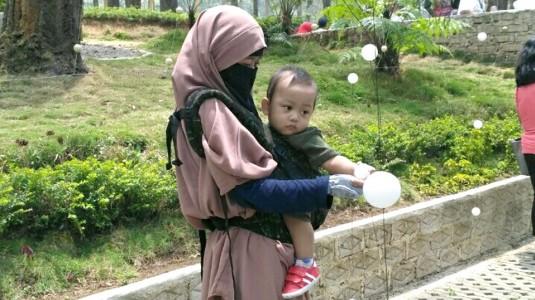 Tips Bayi Anti Rewel Naik Transportasi Umum ke Bandung