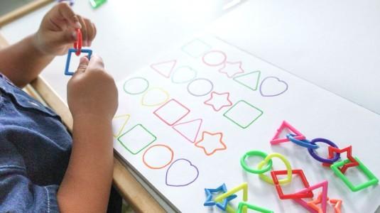 Ide Bermain untuk si Kecil: Linking Geometric Chains