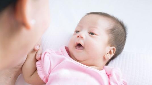 Tips Mengajak Bayi Umur 1 Bulan Datang ke Acara Resepsi Pernikahan