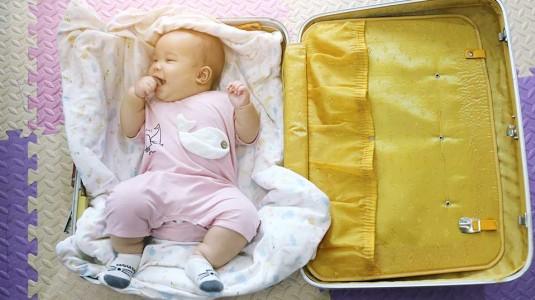 Tips Membawa Bayi Traveling Pertama Kali hanya dengan Moms & Dads