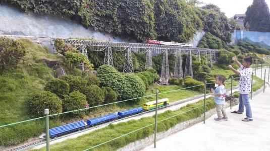 Wisata ke Taman Miniatur Kereta Api