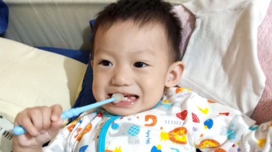 Anakku Senang Menyikat Gigi