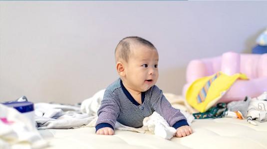 Milestones Bayi 4 Bulan Apa Saja Ya?