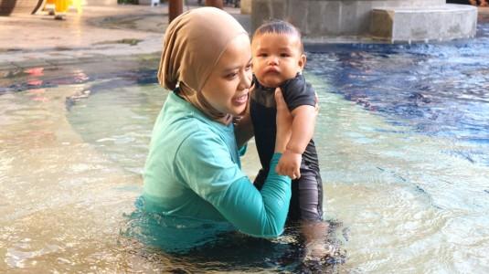 Mengajak Bayi Berenang