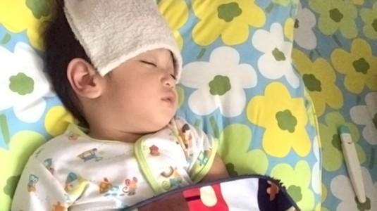 Tips Dalam Menghadapi si Kecil yang Terserang Demam