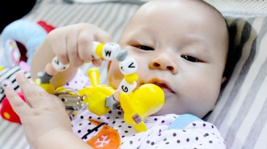 Ange Giraffe Teether: Membantu Merangsang Pertumbuhan Gigi Anak