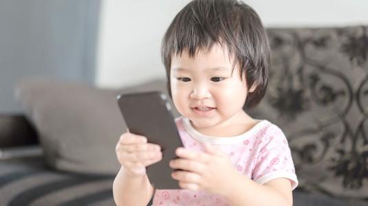 Pemberian Gadget pada Anak, Baikkah?