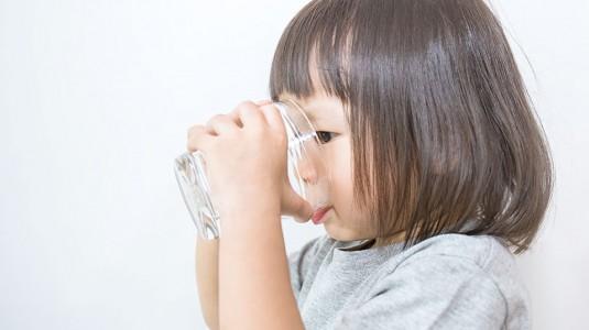 Jumlah Kebutuhan Air Putih untuk si Kecil