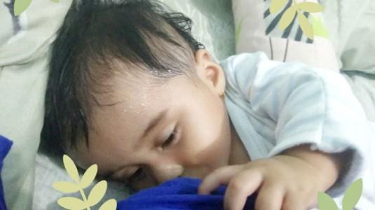 Kenapa Bayi Saat Menyusu Berkeringat?